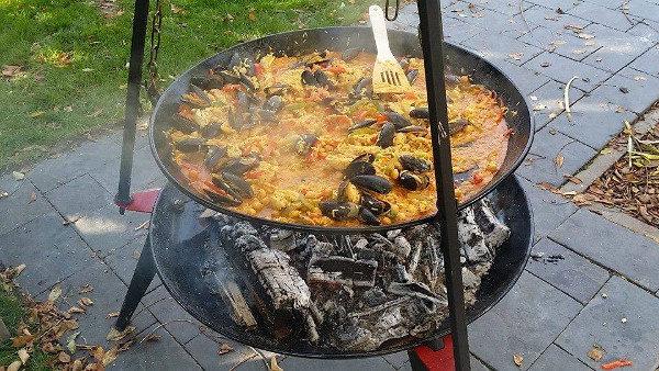 Paella bbq pan van Bon fire