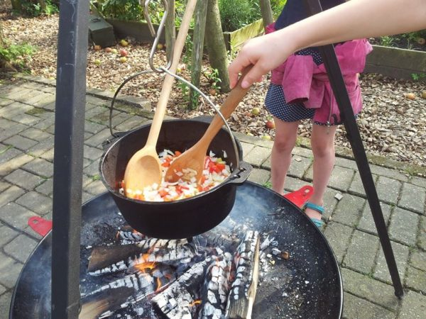Dutch Oven aan driepoot