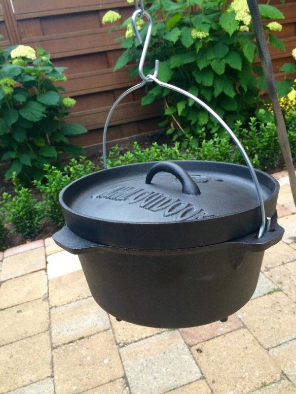 Leuke set om mee te nemen naar de camping, festival maar ook prima in de tuin te gebruiken. dat is de Dutch Oven 3 liter met driepoot van 120 cm.